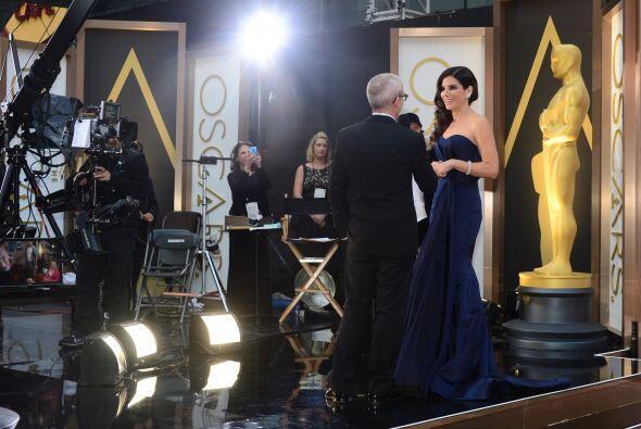 Muy risueña estuvo Sandra Bullock durante su paso por la alfombra. ¿Vier...