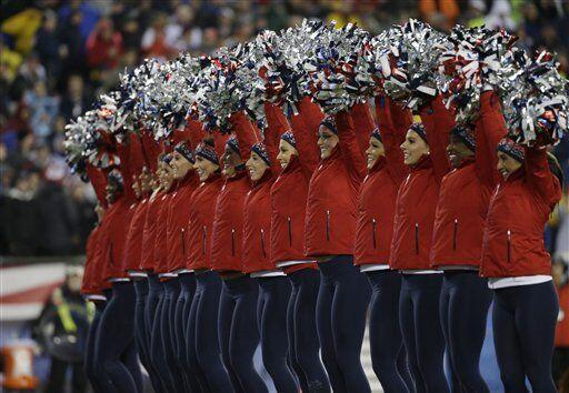 Las porristas de los Patriots mostraron su belleza y encanto a pesar del...