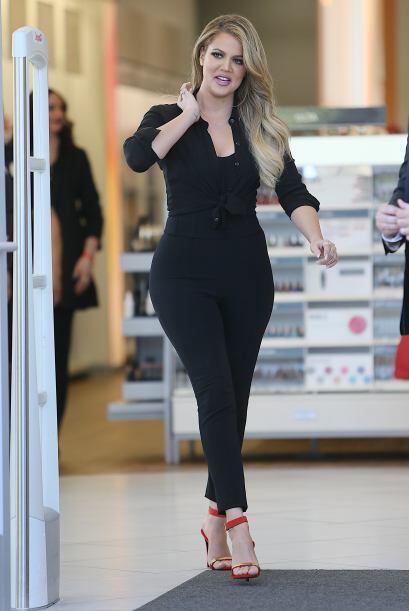 Khloé Kardashian se esfuerza mucho en el gimnasio por tener unas curvas...