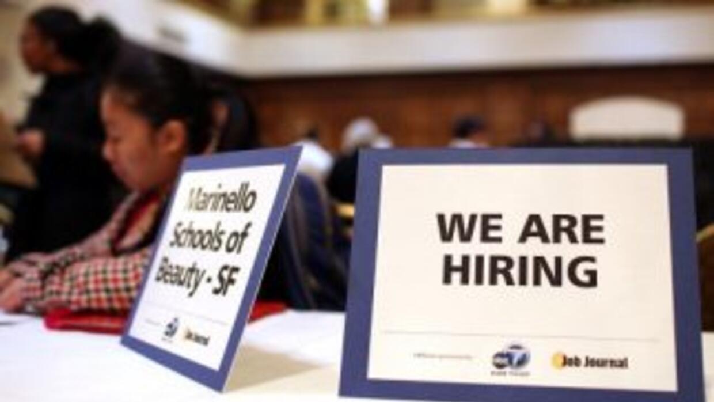 Las inscripciones semanales de beneficios por desempleo en EEUU retroced...
