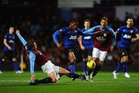 El Manchester United enfrentó al Aston Villa sabiendo que el 'City' habí...
