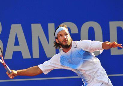 En semifinales superó ampliamente al argentino José Acasuso . (ATP: Deco...