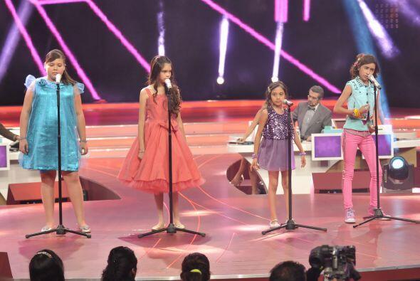 Las cuatro niñas interpretaron una canción haciendo su mejor esfuerzo.