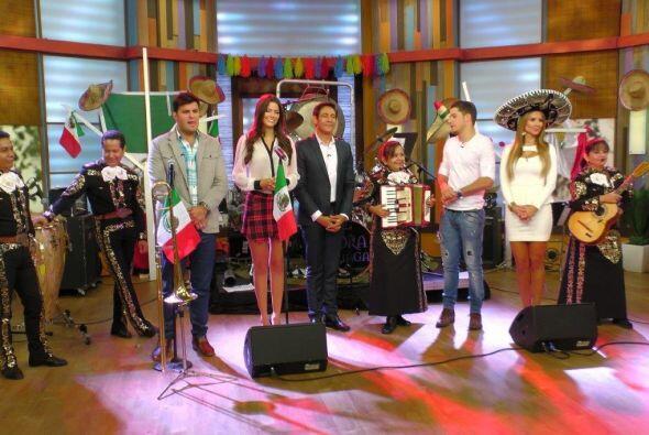 Ana, Karla, Alan y Paul celebran la independencia de México, con muchos...