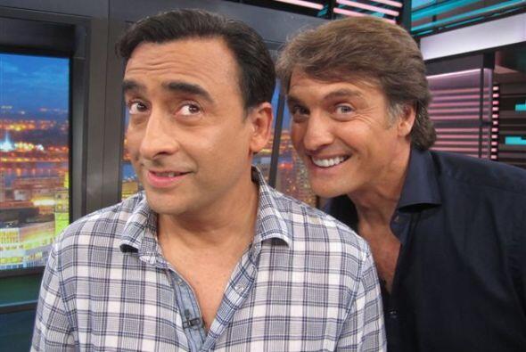 Don Francisco recibe a dos galanes de la televisión.