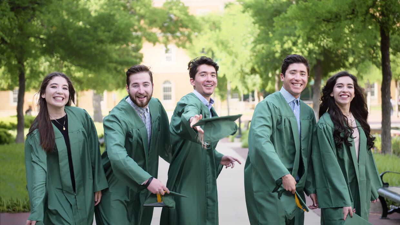 Los hermanos Díaz se graduaron este mayo en la Universidad del Norte de...