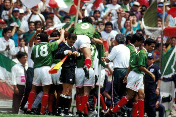 En un acto de solidaridad, el equipo mexicano habló con el técnico para...