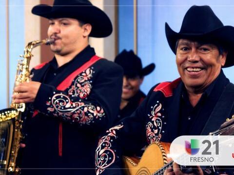 En su visita a Arriba Valle Central, Lorenzo De Monteclaro cantó...