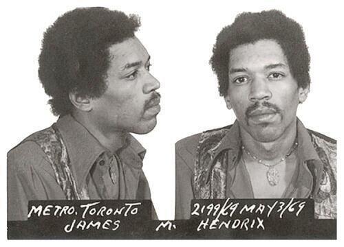 A Jimi Hendrix lo detuvieron en el aeropuerto de Toronto, Canadá, cuando...