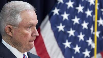 El fiscal general, Jeff Sessions, fue interrogado dentro de las investig...