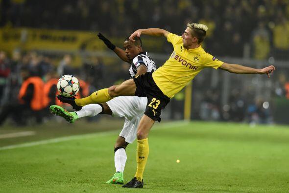 Por su parte el Borussia Dortmund intentó meterse en el partido apostand...