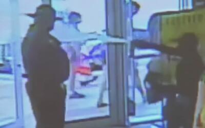 Autoridades buscan a mujer acusada de rociar con gas pimienta a un vigil...