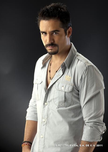 ¿Cómo prefieres a Sebastián Rulli? ¿Con o sin barba? 24.jpg