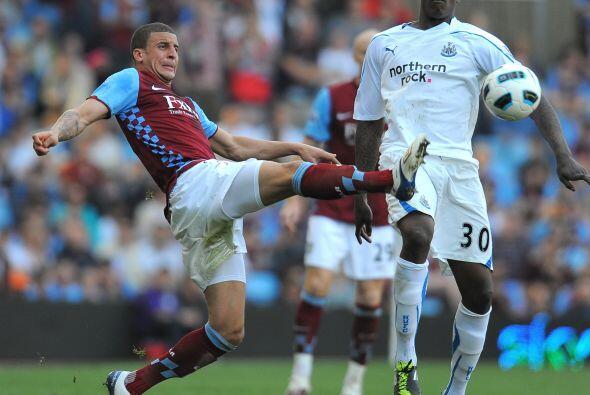 Pero la zaga del Villa se encargó de defender ese gol.