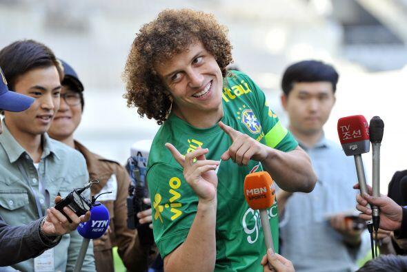 David Luiz:Con esos cabellos sólo te faltó la sonrisa para...
