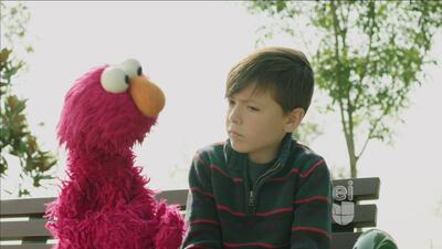 Elmo quiere saber cuál es vegetal favorito de los niños