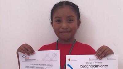 Una niña mexicana gana un premio de ciencia nuclear por crear un calentador solar de agua