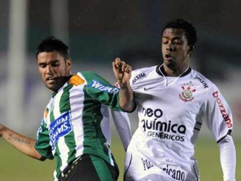 Por el Grupo 1 de la Copa Libertadores el Corinthians derrotó 2-0...