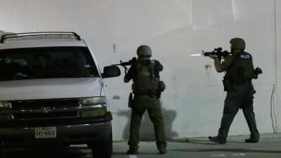Cinco policías murieron baleados por francotiradores en Dallas, Texas.
