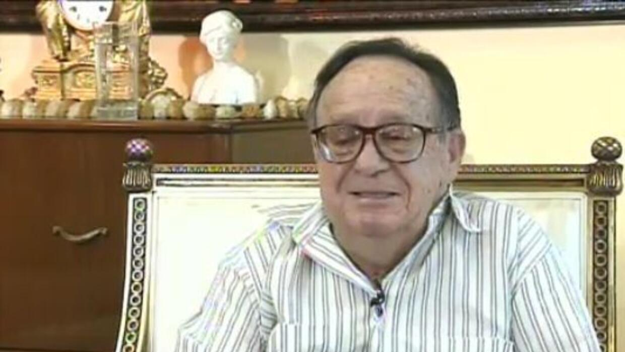 Chespirito contestó preguntas de sus fans en un divertido video-chat.