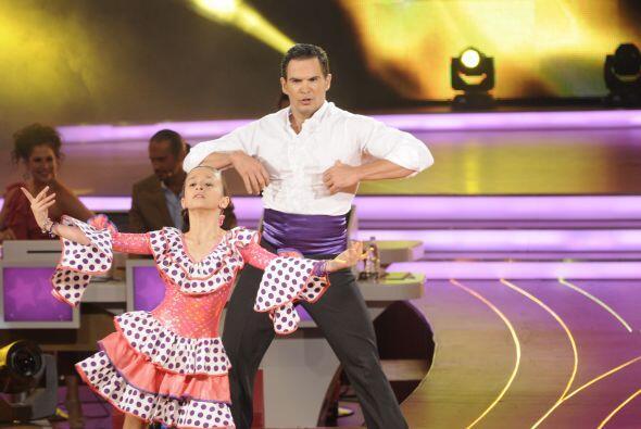 Nicole demostró ser una gran bailarina al bailar perfectamente con algui...