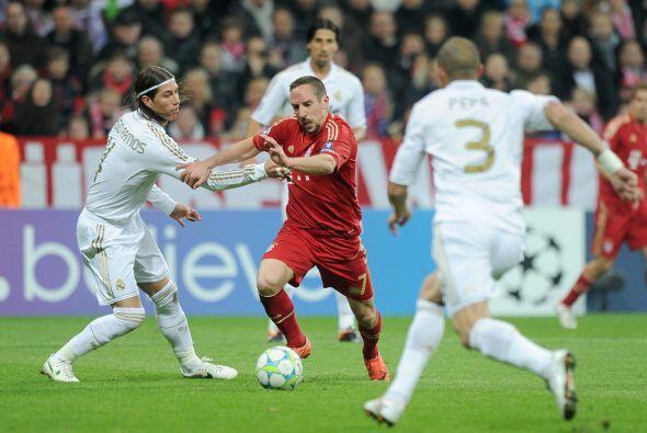 Ribery seguía siendo el motor del Bayern, dejando regados a los defensor...