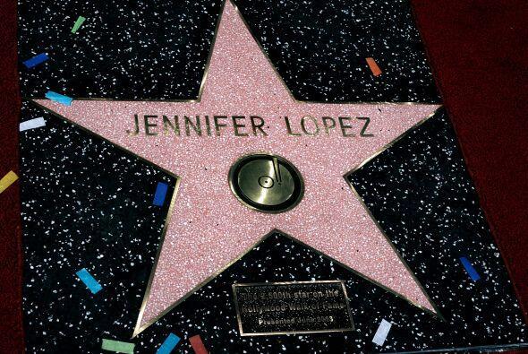 Jenni tiene su estrella en el paseo de la fama.