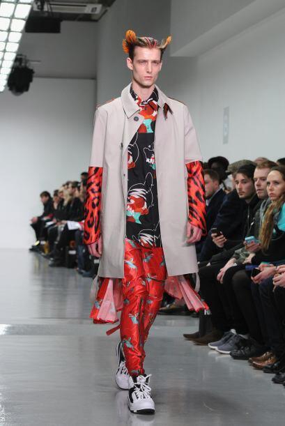 El diseñador Katie Eary presentó en el marco de la Semana de la Moda de...