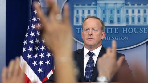 El papel del portavoz presidencial, Sean Spicer, se ha visto reducido a...