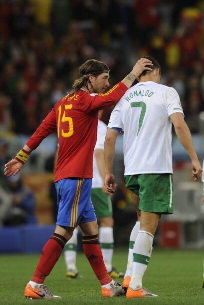 Sergio Ramos, otro de sus compañeros en el Real Madrid, intentó consolar...