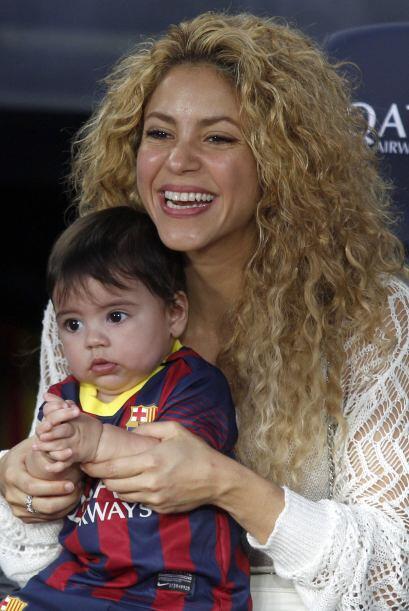 Mira sus fotos más encantadoras y enamórate de este hermoso bebé. Mira a...
