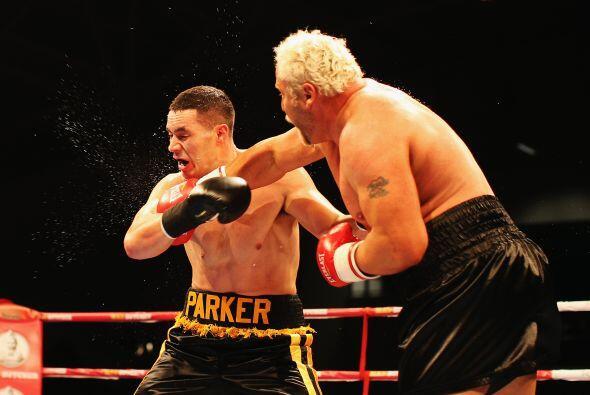 Botha pudo hacer muy poco ante el joven prospecto de 21 años Joseph Parker.