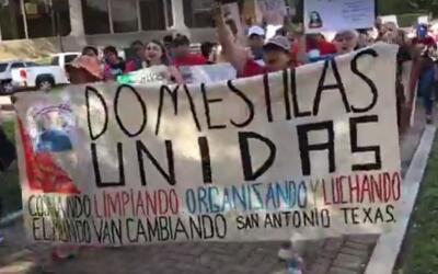 Personas de varias ciudades texanas se reunieron en San Antonio con la e...
