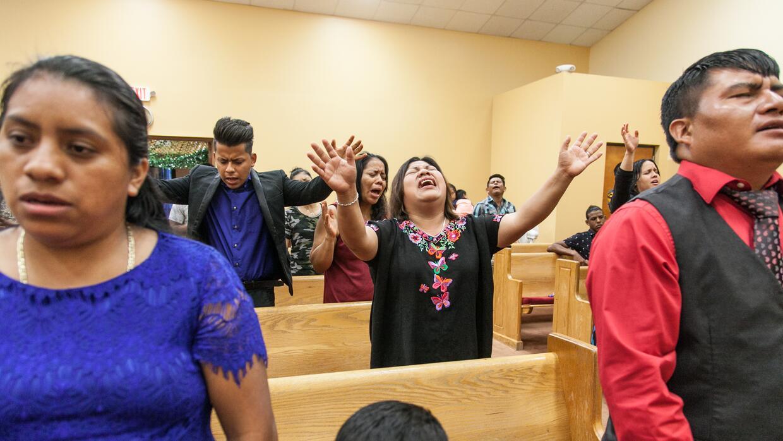 Maty va a la iglesia tres ó cuatro veces a la semana.