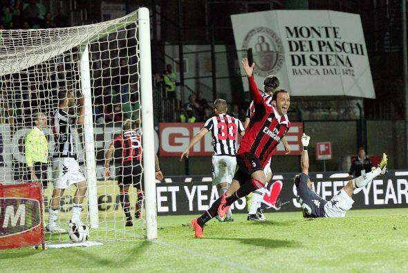 El Milan perdía su encuentro ante el Siena, pero en los minutos finales...