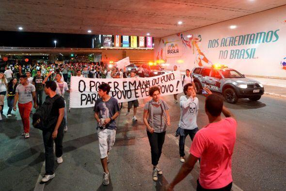En Sao Pulo, unas 500 personas se manifestaron en la céntrica Avenida Pa...