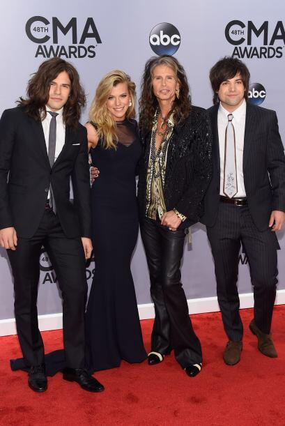 Reid, Kimberly Perry, Steven Tyler, Neil Perry y Scott Borchetta posaron...