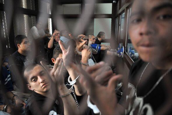 El grupo de pandilleros se identifican como mienbros de la Mara 18.