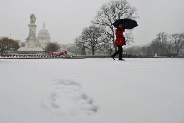 Vientos lacerantes y una tormenta de nieve dejaron varadas a decenas de...