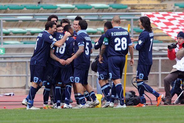El uruguayo Cavanni puso cifras definitivas para el 2-0.