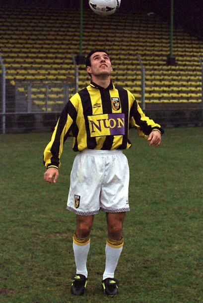Tras disputar la temporada 1996-97 de la Eredivisie no logró convertirse...