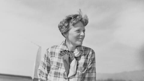 Una de las últimas fotos conocidas de la aviadora Amelia Earhart,...