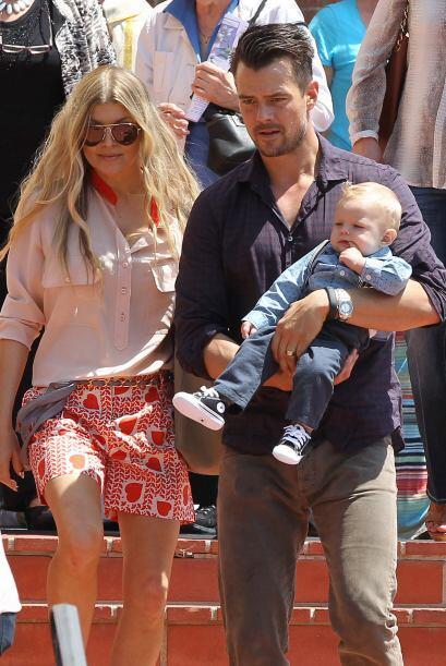 El actor cargaba a su encantador nene en brazos. Mira aquí los videos má...