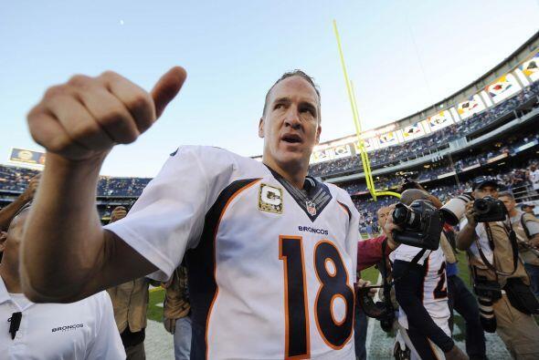 Manning completó 25 de 36 pases para 330 yardas con cuatro anotaciones.