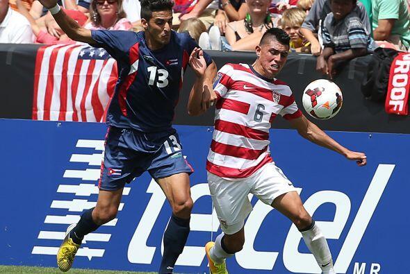 El mexico-americano Joe Corona se va consolidando en el medio campo de l...
