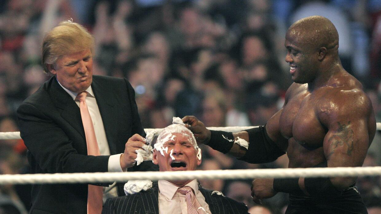 Donald Trump y los invitados a Wrestlemania GettyImages-73764752.jpg