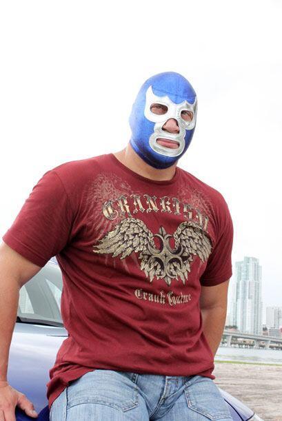 Blue nació en la Ciudad de México, lugar en el que es considerado un ído...