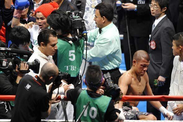 Kameda reconoció su derrota y bajó del ring como ex campe&...
