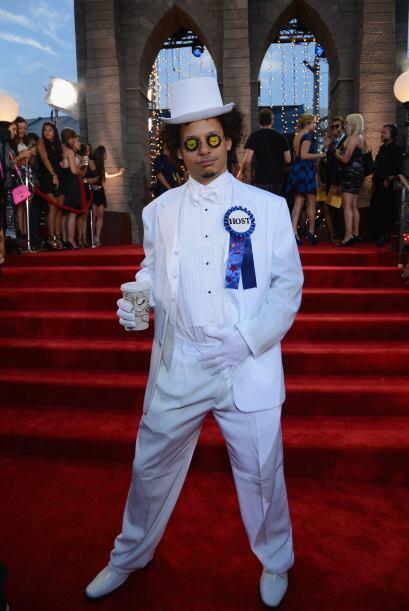 Por más elegante que pudo ser el traje de Eric André no fu...