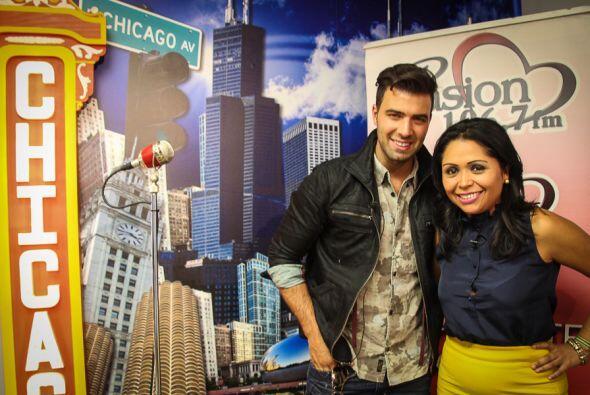 En su visita por Chicago el cantante JeanCarlos Canela compartió un rati...